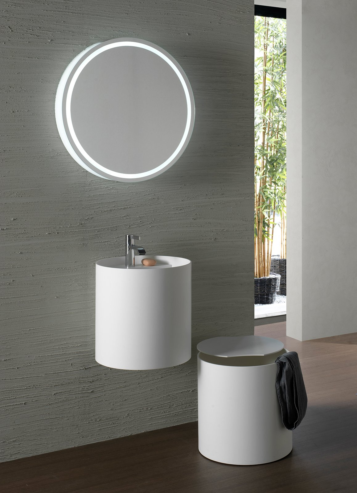 Specchi per il bagno cose di casa for Specchio da tavolo con luce ikea