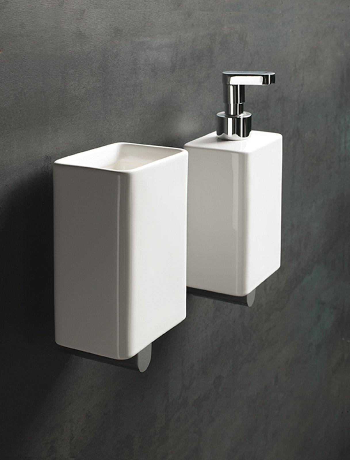 Accessori per un bagno pi comodo e pi bello cose di casa - Mobiletto bagno da appendere ...