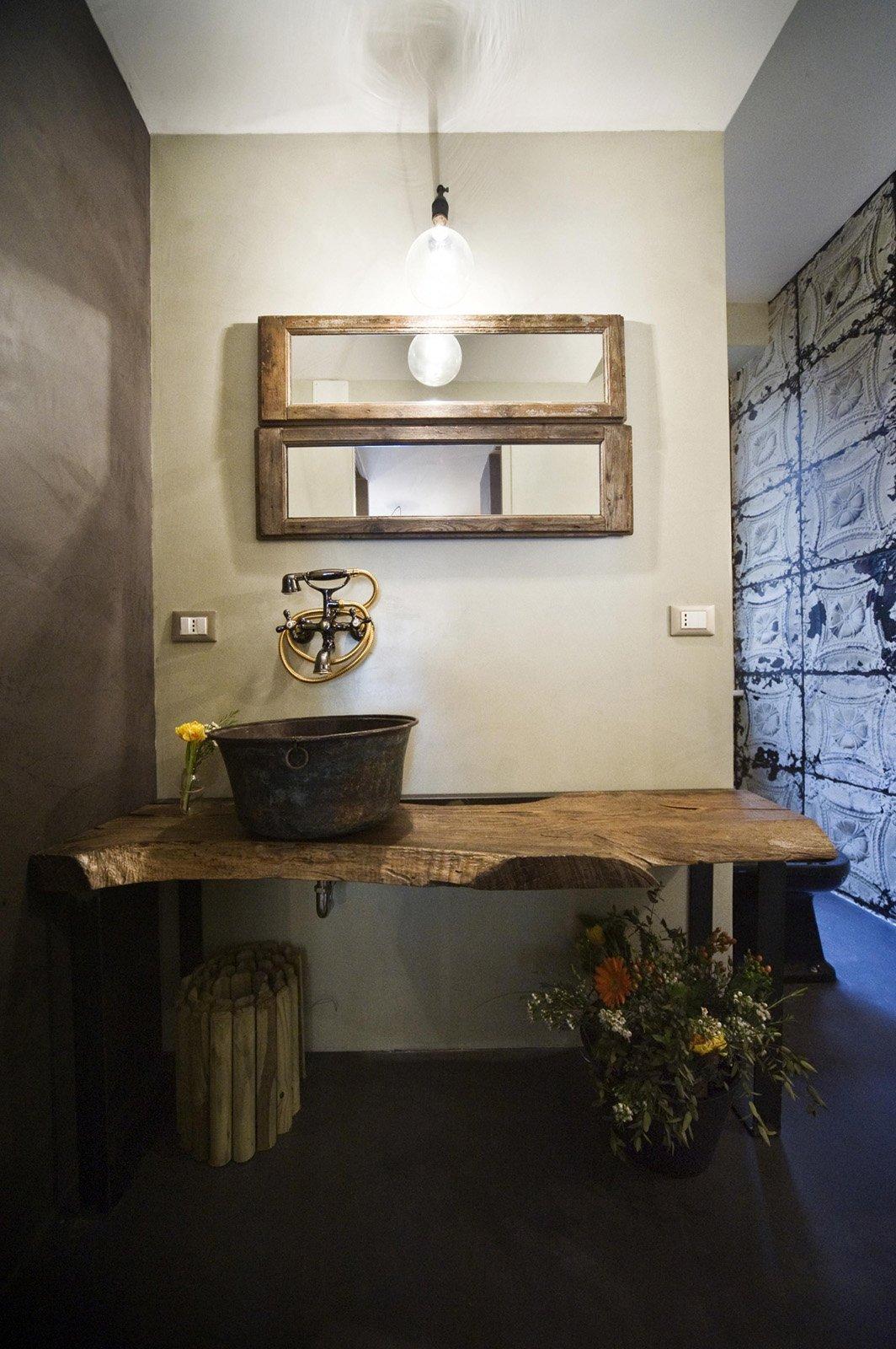 Bagno con finiture cemento o effetto cemento cose di casa for Piani di casa in metallo