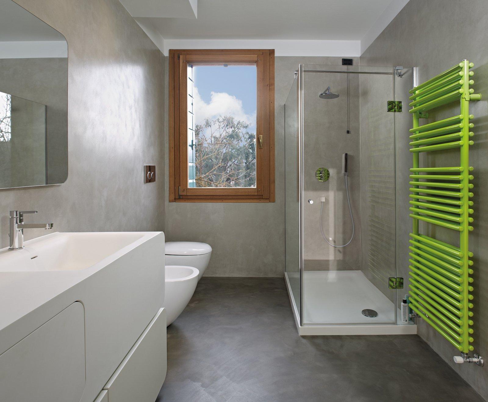 Nuovi rivestimenti cementizi per cambiare look alla casa - Resina piastrelle bagno ...