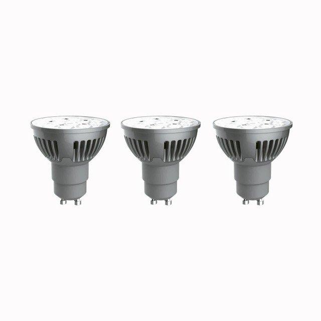 Consumano appena 6 Watt le tre lampadine Led per faretto Lexman di Leroy Merlin. 345 Lumen e 10.000 ore di durata. Emettono luce fredda. Prezzo 17,90 euro. www.leroymerlin.it
