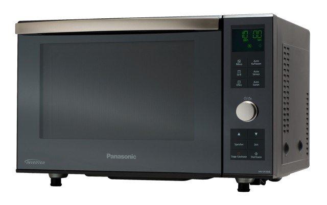 Con il modello NN-DF383B di Panasonic non c'è bisogno di inserire tempo, peso o potenza ma basta selezionare il tipo di cibo che si desidera cucinare e il sensore rileva l'umidità, comunicando il momento esatto in cui il cibo sarà pronto da mangiare. Capiente 23 litri, presenta all'interno una superficie piana, invece del piatto girevole: così la cavità ha un'area di cottura più ampia e consente di inserire piatti di tutte le dimensioni. Prezzo 264,99 euro. www.panasonic.it