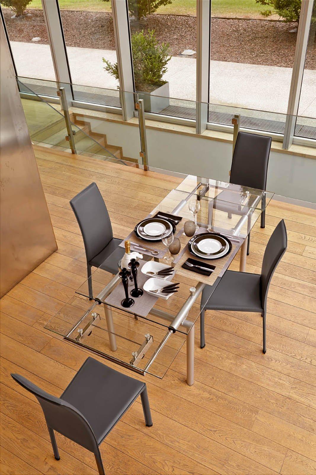 Tavoli piano in vetro gambe protagoniste cose di casa for Piano casa per 1000 piedi quadrati