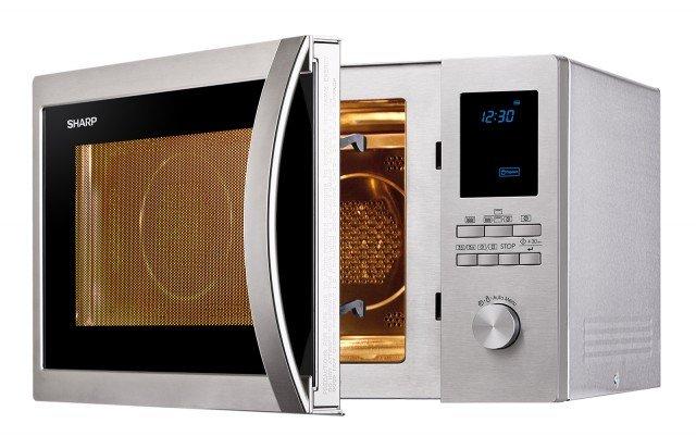 La gamma di microonde in acciaio inox Streamline di Sharp comprende un modello da 25 litri di capacità e 900 watt di potenza, uno di 32 litri e un altro di 42 litri di capacità e 1.000 watt. R-822STWE, da 25 litri, funziona con aria ventilata e grill e ha 10 programmi automatici di cottura, 2 modalità di scongelamento, blocco bambini ed è regolabile su 5 livelli di potenza delle microonde. Misura L 51 x P 46,6 x H 30,6 cm. Prezzo 229 euro. www.sharp.it