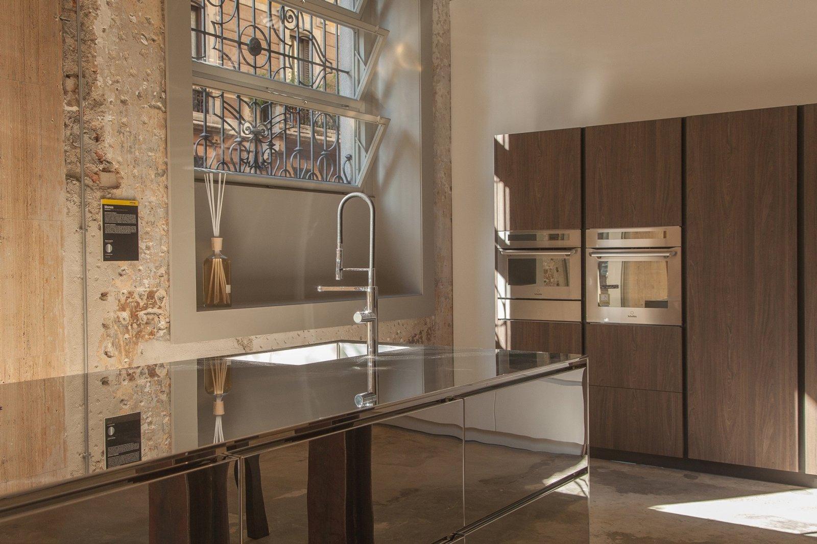 A milano apre il primo showroom del tongo cose di casa - Del tongo cucina ...