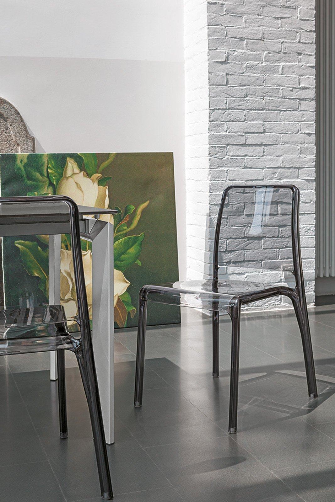 Impilabile Adatta A Cucina E Soggiorno E Disponibile In Quattro Colori #827249 1067 1600 Mercatone Uno Tavoli E Sedie
