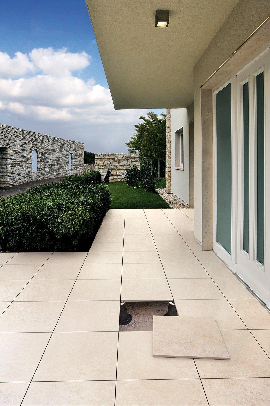 Pavimenti sopraelevati anche per le abitazioni tanti i vantaggi cose di casa - Piastrelle per balconi ...