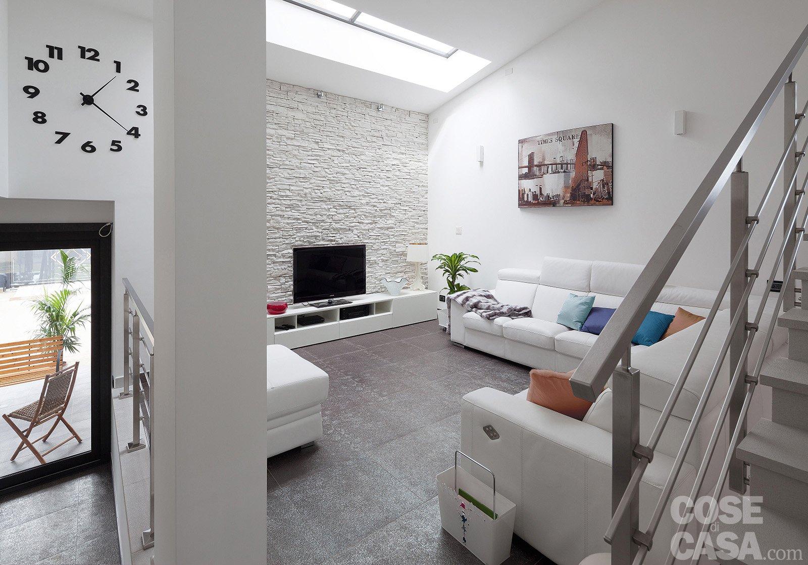 Luminosit e comfort per la casa dai volumi aperti cose for Casa con due soggiorni