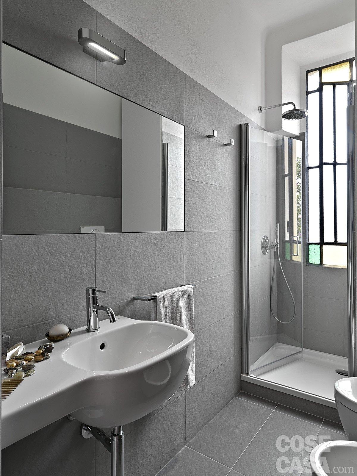 In 35 mq 6 zone comode e funzionali cose di casa - Piastrelle grigie bagno ...