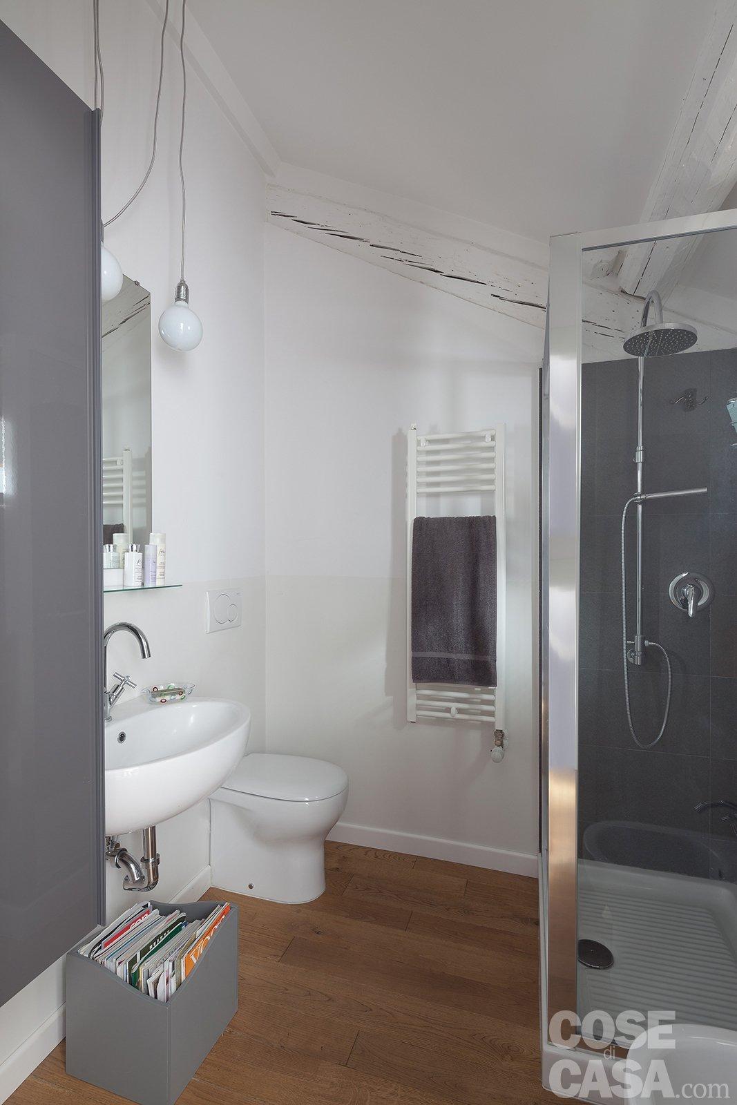 58 mq trasformati con mini interventi cose di casa - Bagni piccoli con doccia ...