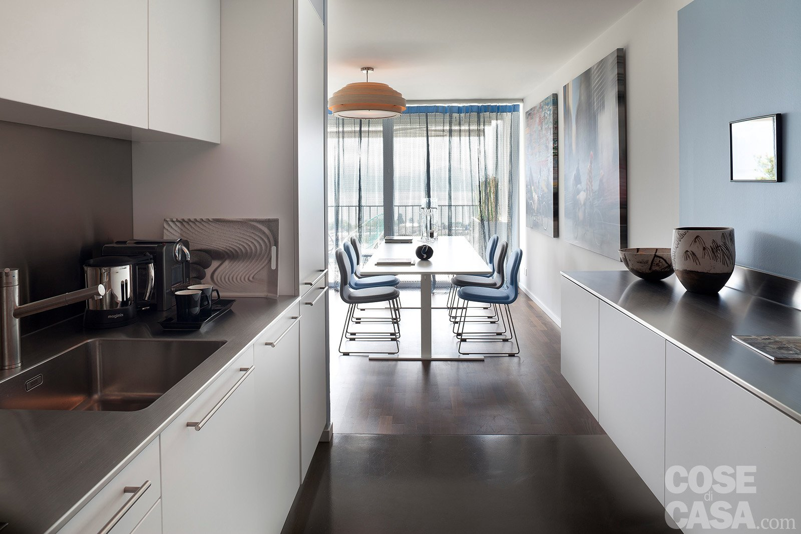 Maxi bilocale con terrazzo perfetto per due cose di casa for Foto di appartamenti arredati