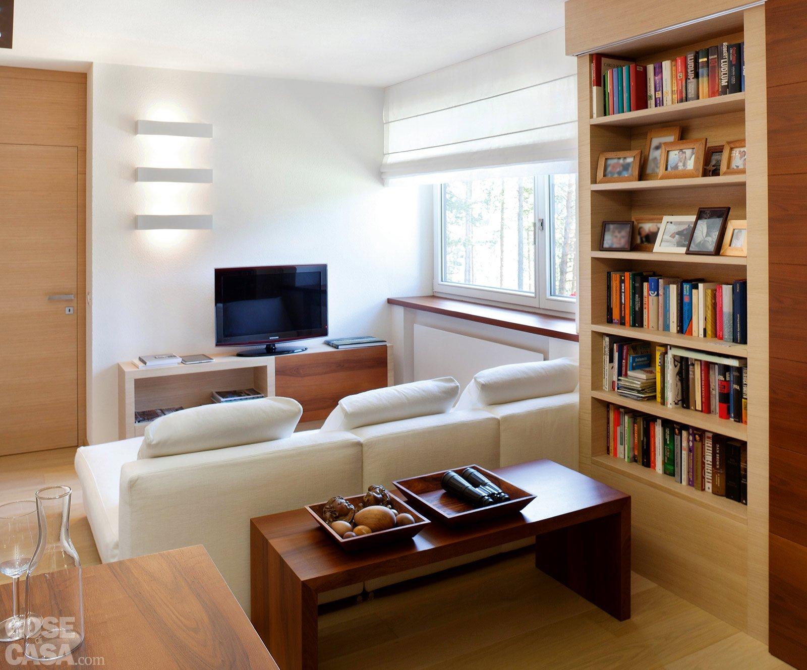 57 mq una casa con stanze trasformabili cose di casa for Salotto con libreria