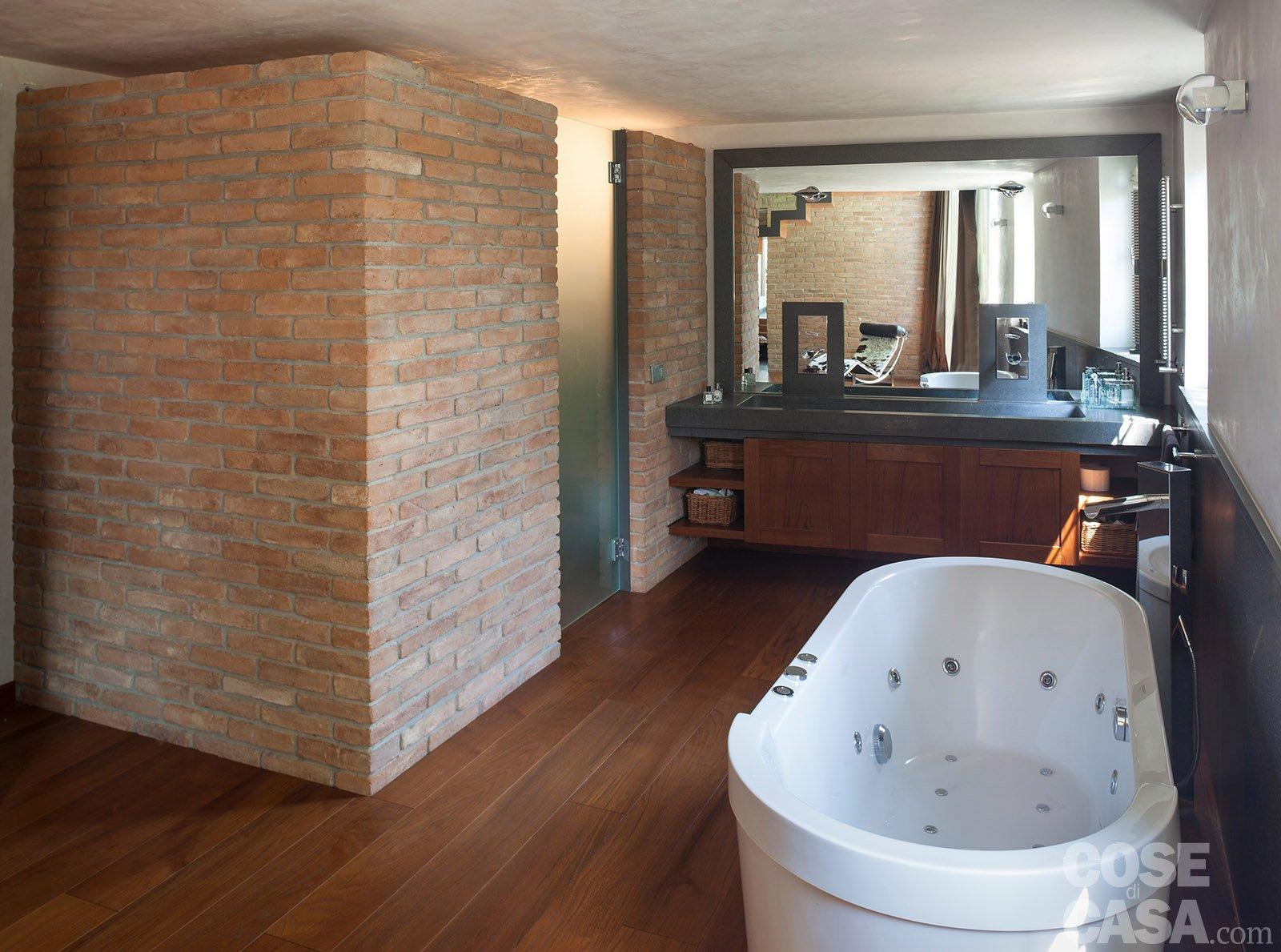 Da serra a open space una casa che si sviluppa in for Case di mattoni facciate