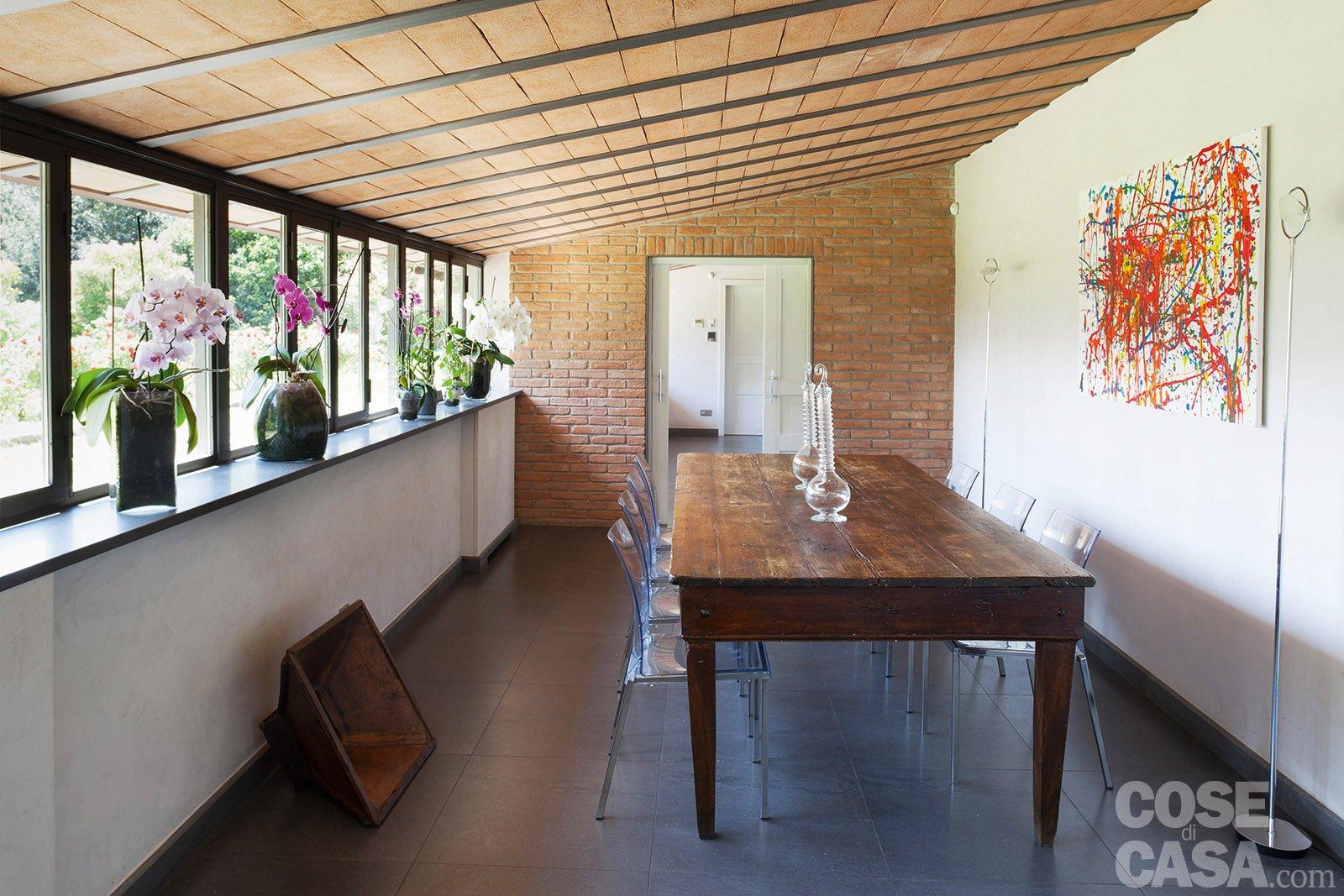 Da serra a open space una casa che si sviluppa in lunghezza cose di casa - Tavolo policarbonato ...