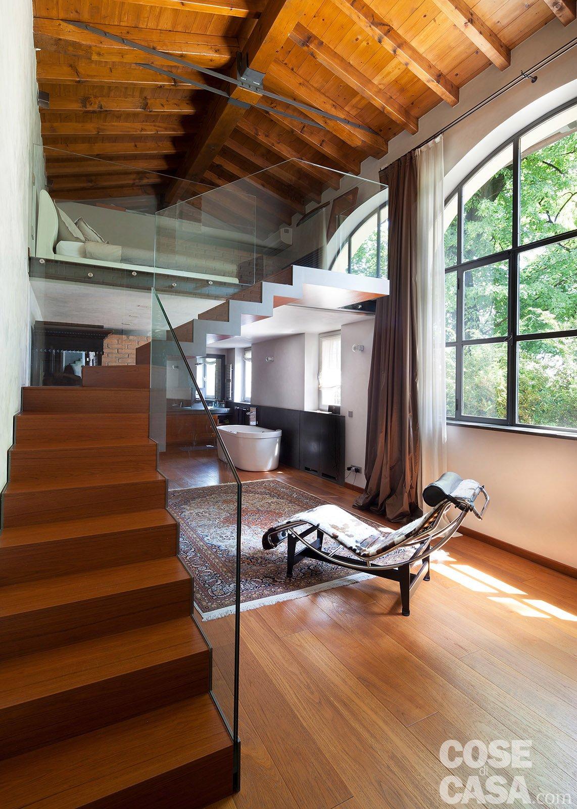 Da serra a open space una casa che si sviluppa in for Case stravaganti
