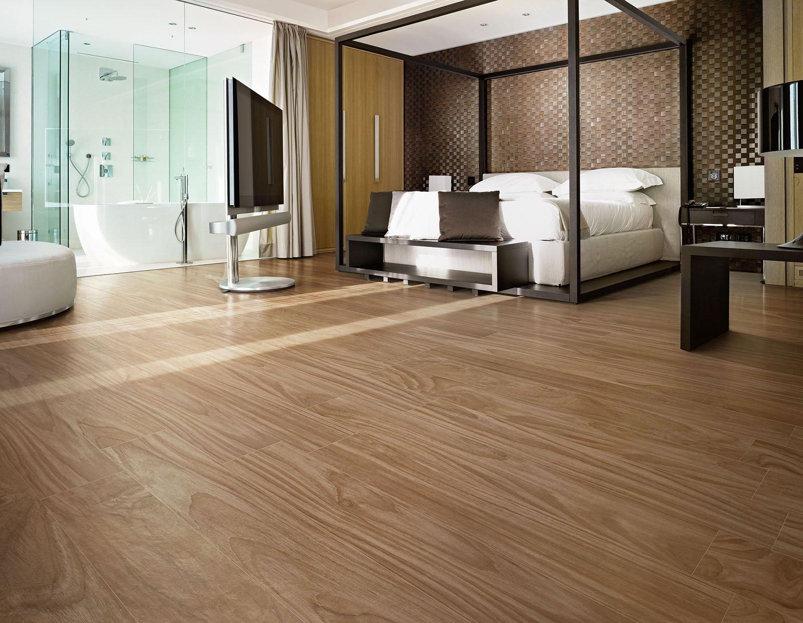 Pavimenti per il bagno dal travertino al gres cose di casa for Pavimento ceramica effetto parquet