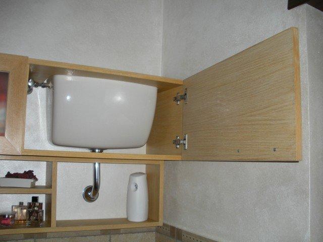 Pensili Bagno Fai Da Te : Un mobile bagno che contiene e nasconde cose di casa