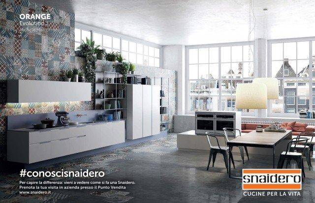 L'iniziativa #conoscisnaidero è aperta a tutti. Per prenotare una visita allo stabilimento produttivo di Majano, in provincia di Udine, basta recarsi nel punto vendita Snaidero più vicino o scrivere una e mail all'indirizzo marketing@snaidero.it. In foto, il modello Orange Evolution. www.snaidero.it