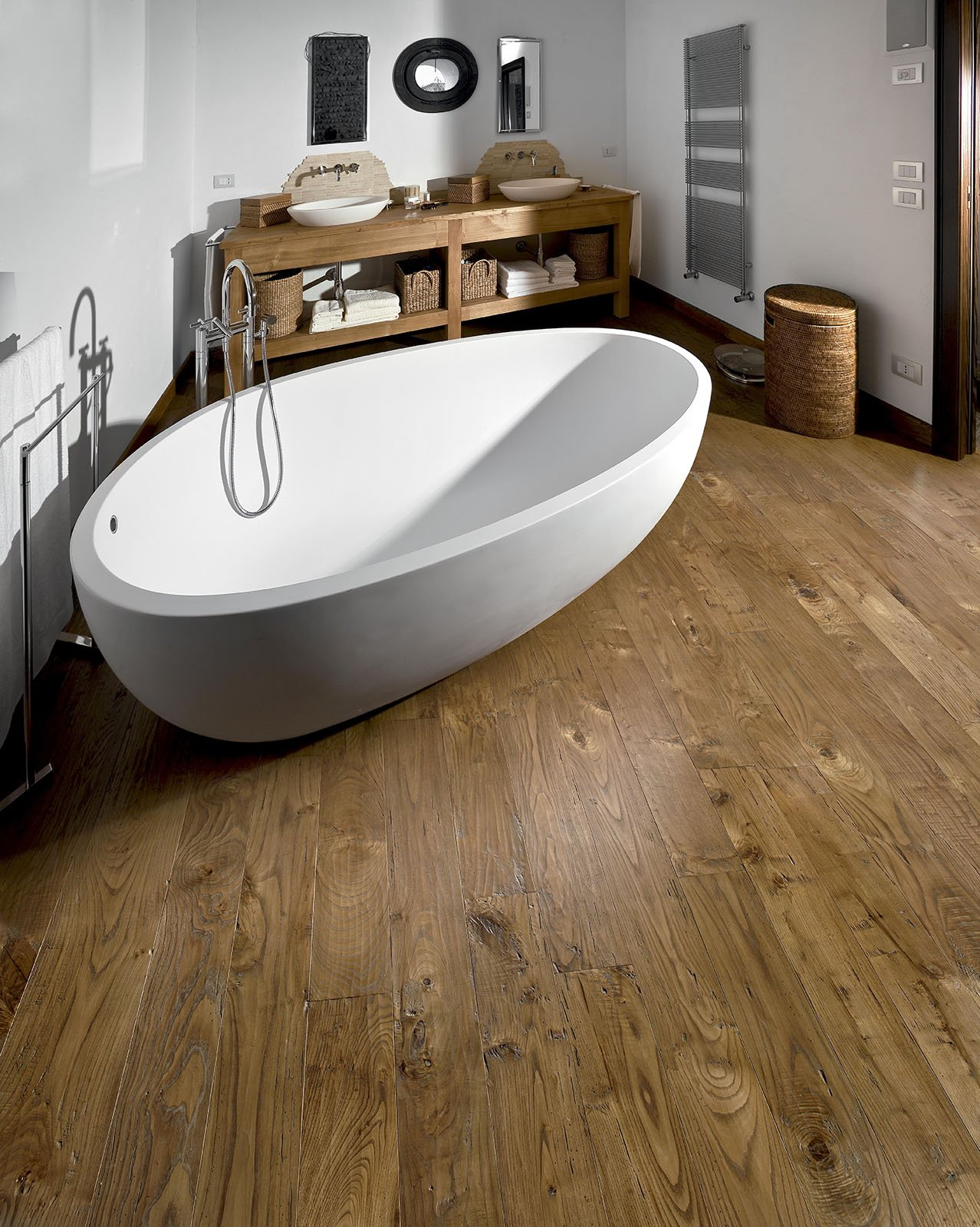 Pavimenti per il bagno dal travertino al gres cose di casa for Piastrelle bagno parquet