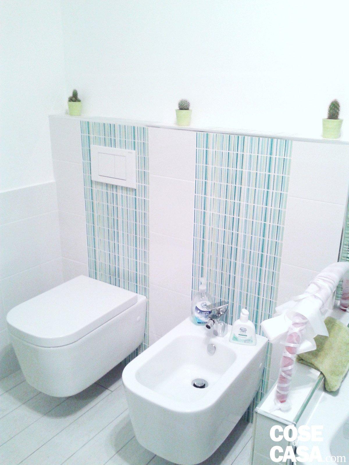 Una casa con giochi di luce soluzioni d 39 arredamento e finiture personalizzate cose di casa - Sanitari bagno ikea ...