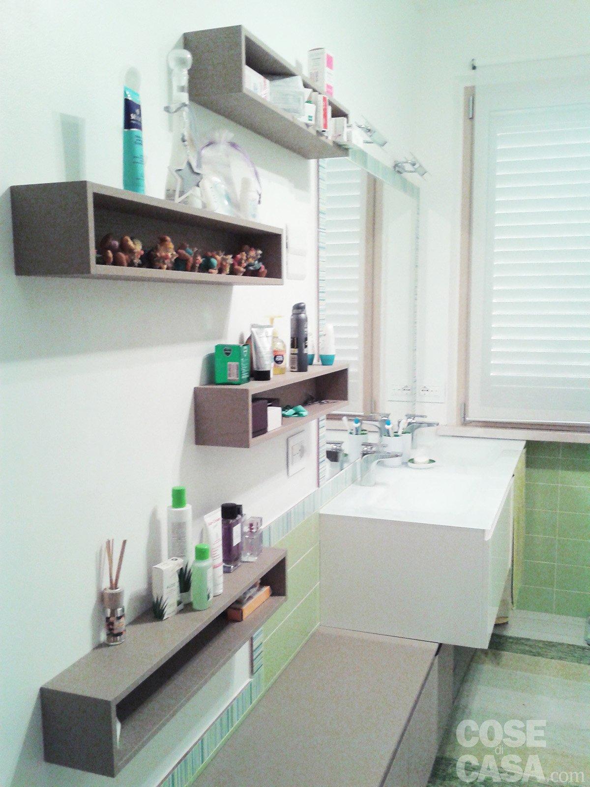 Una casa con giochi di luce soluzioni d 39 arredamento e - Camera con bagno ...