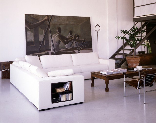 Divani i modelli attrezzati con piani d 39 appoggio e vani for Moderni piani di casa mediterranea