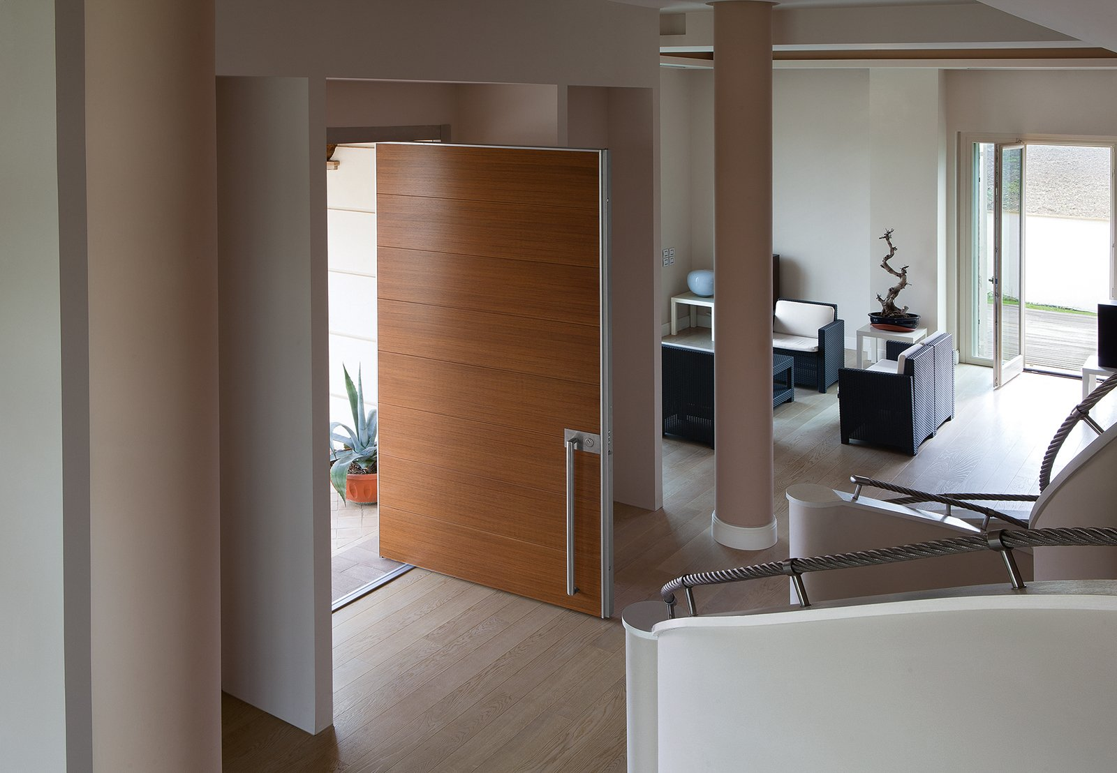 Porte e finestre di sicurezza casa protetta anche durante for Finestre a bilico verticale