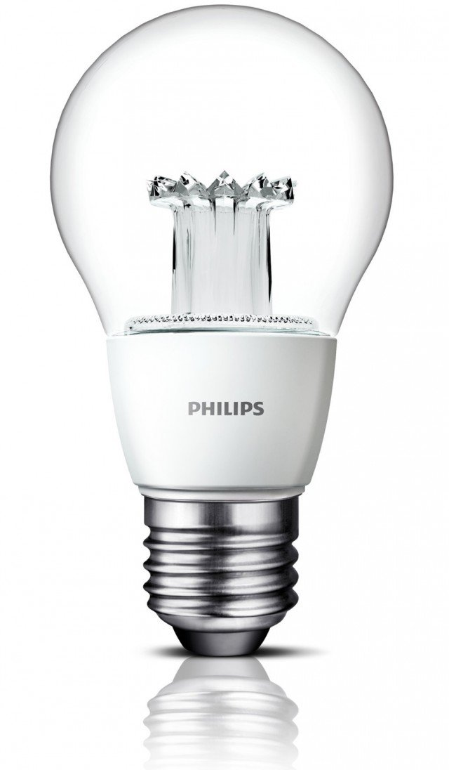 La nuova Philips Clear Led è dotata di lenti innovative che garantiscono la diffusione in ogni direzione. Produce un flusso luminoso di 470 lumen, equivalente a quello di una lampadina a incandescenza da 40 Watt. Dimmerabile, produce da subito luce bianca calda. Prezzo: 9,99 euro. www.philips.it