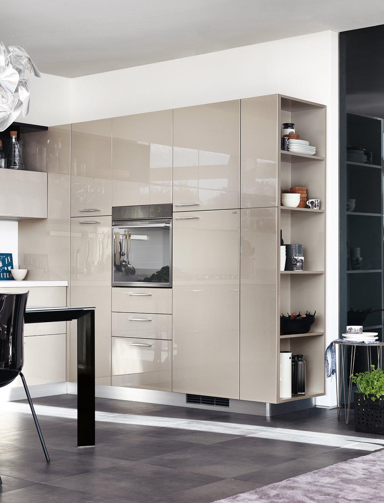 In Cucina I Vani A Giorno Fanno Tendenza Cose Di Casa #686747 1222 1600 Come Appendere Pensili Da Cucina