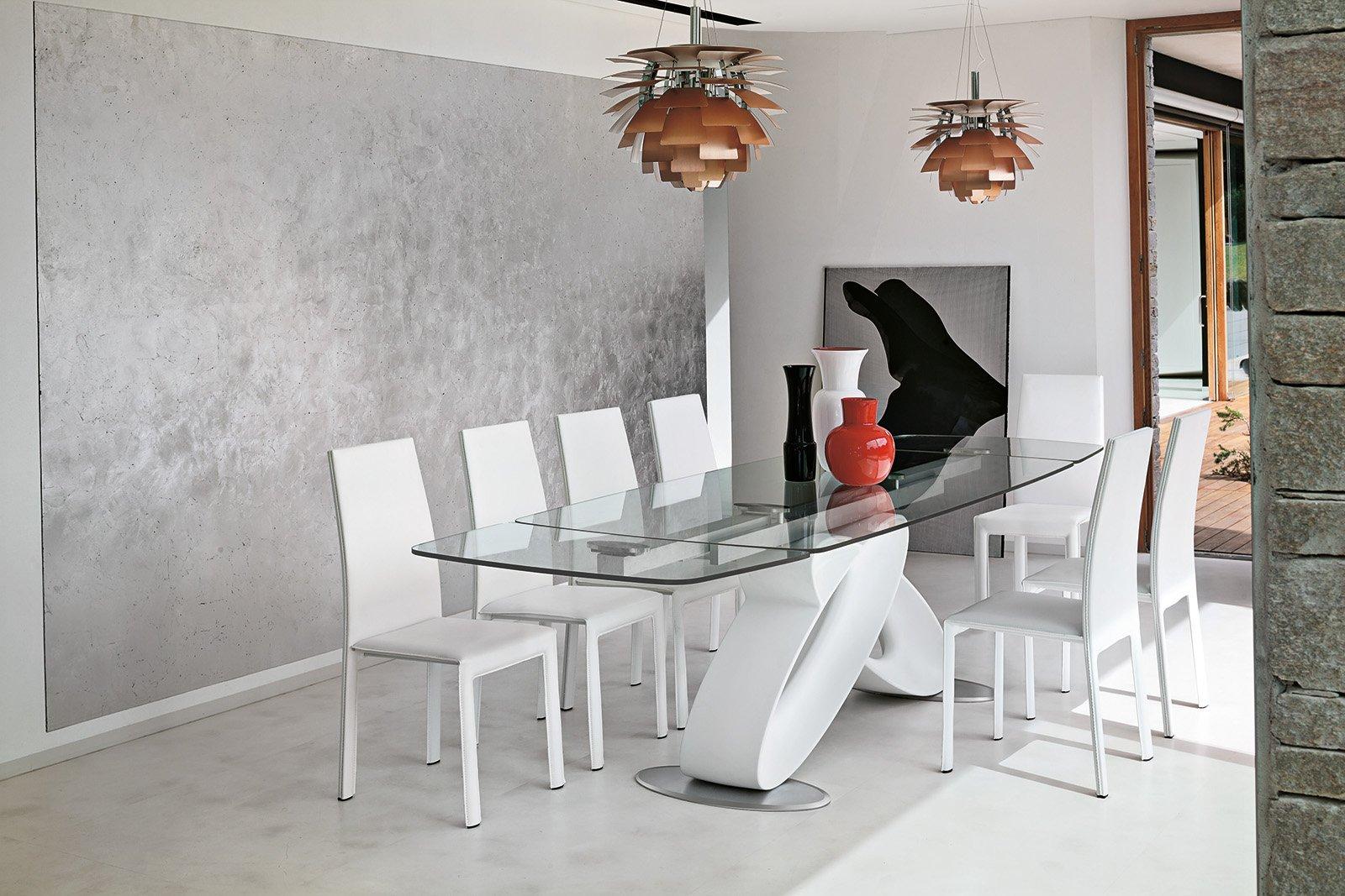 Tavoli piano in vetro gambe protagoniste cose di casa for Foto di sale moderne