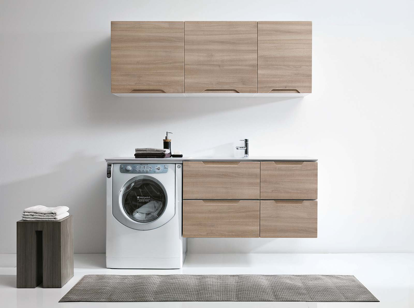 La lavanderia uno spazio per nascondere lavatrice e for Arredo bagno con lavatrice