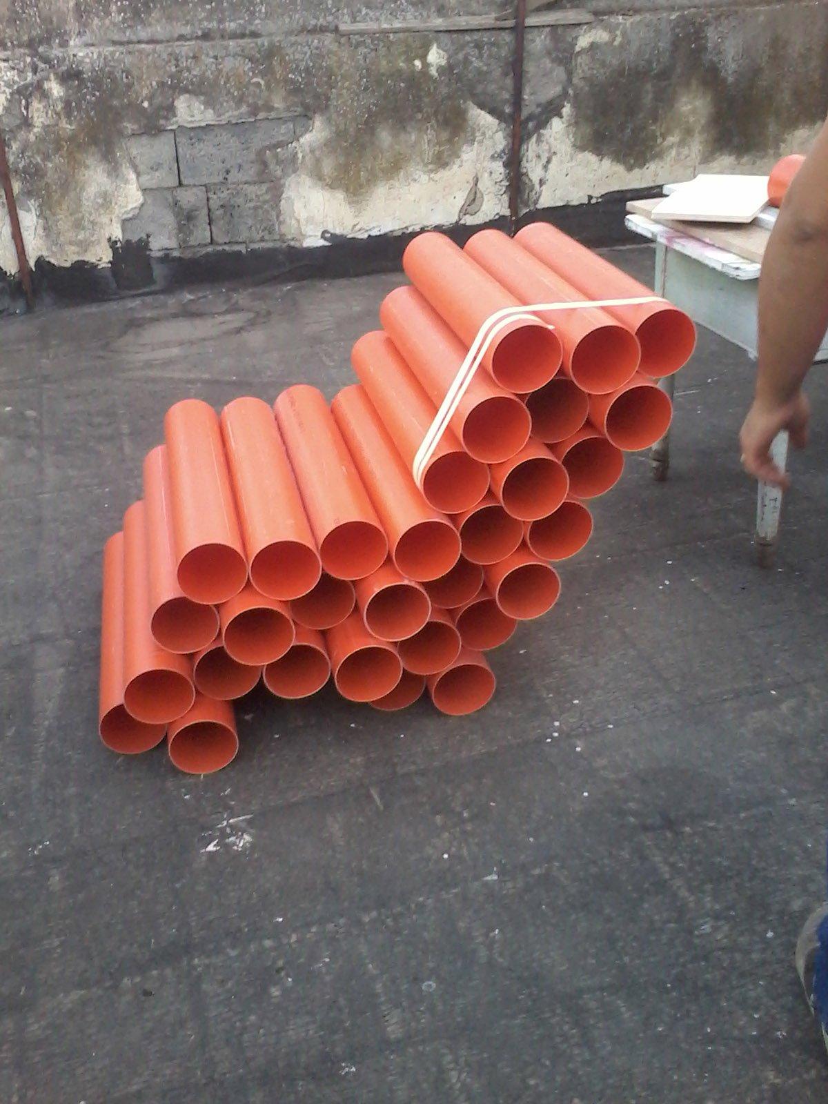 Una poltrona con tubi di pvc i materiali cambiano for Tipi di tubi in pvc
