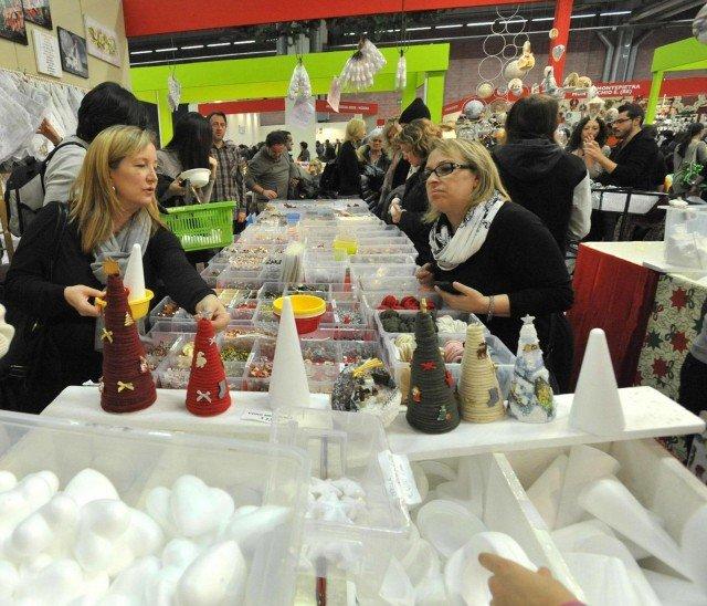 Idee regalo, creatività artigianale e laboratori pratici sul cake design nel cartellone di Curiosa, la manifestazione a tema natalizio in programma dal 5 al'8 dicembre nel quartiere fieristico di Modena.