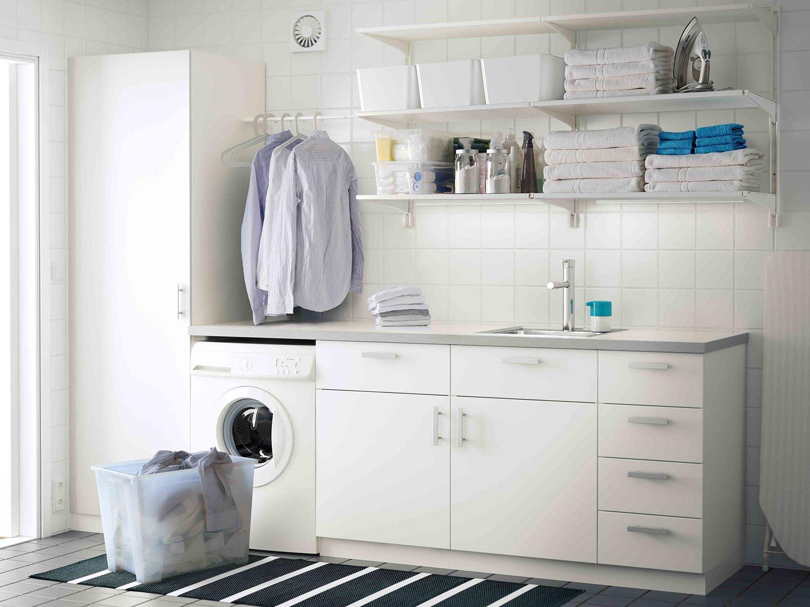 La lavanderia uno spazio per nascondere lavatrice e - Agencement cellier buanderie ...