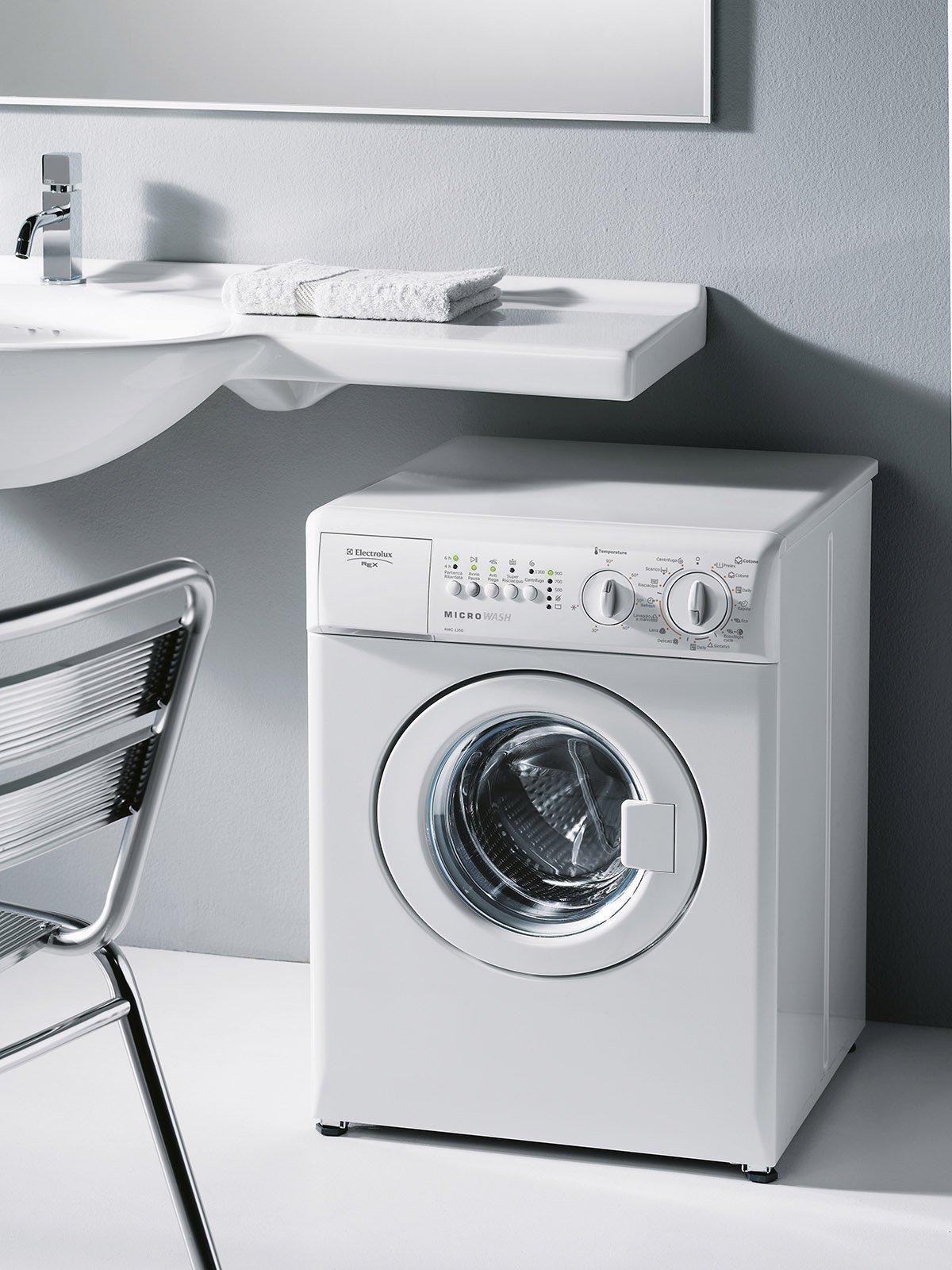 Lavatrici piccole salvaspazio in larghezza profondit o for Lavabo sopra lavatrice