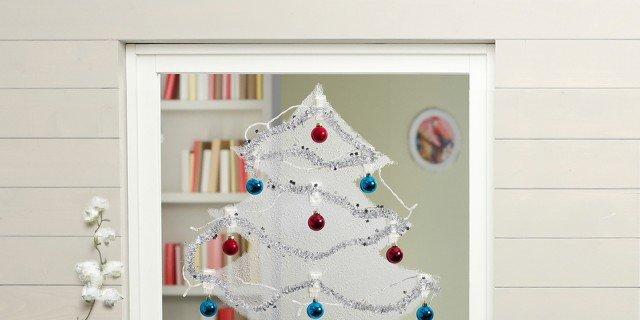 Decorazioni natalizie l 39 albero salvaspazio fai da te sulla finestra cose di casa - Decorazioni fai da te per la casa ...