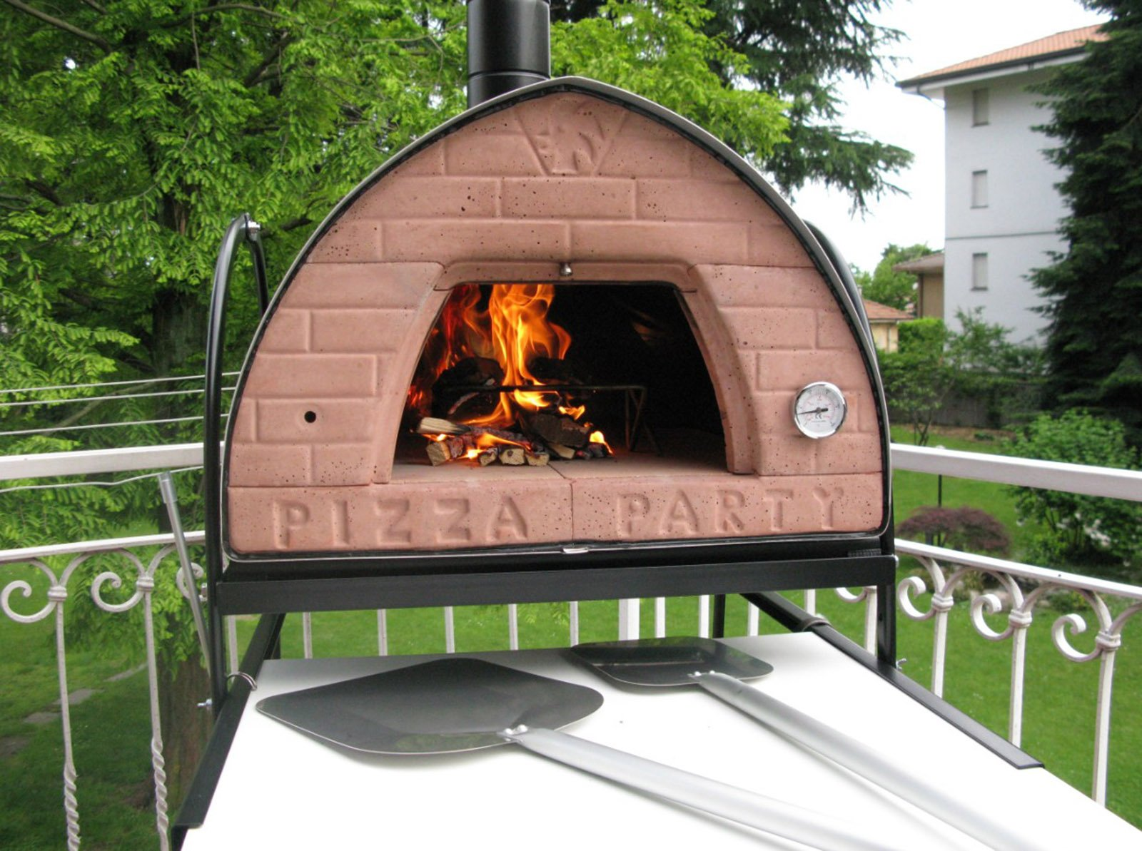 Pizza a domicilio i forni per cuocerla in modo perfetto - Forno per pizza da giardino ...