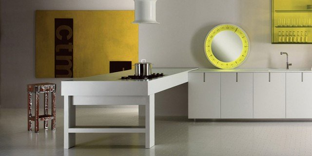 Cucina in bianco più colore: le nuove composizioni moderne