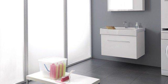 """La lavanderia: uno spazio per """"nascondere"""" lavatrice e stendipanni"""