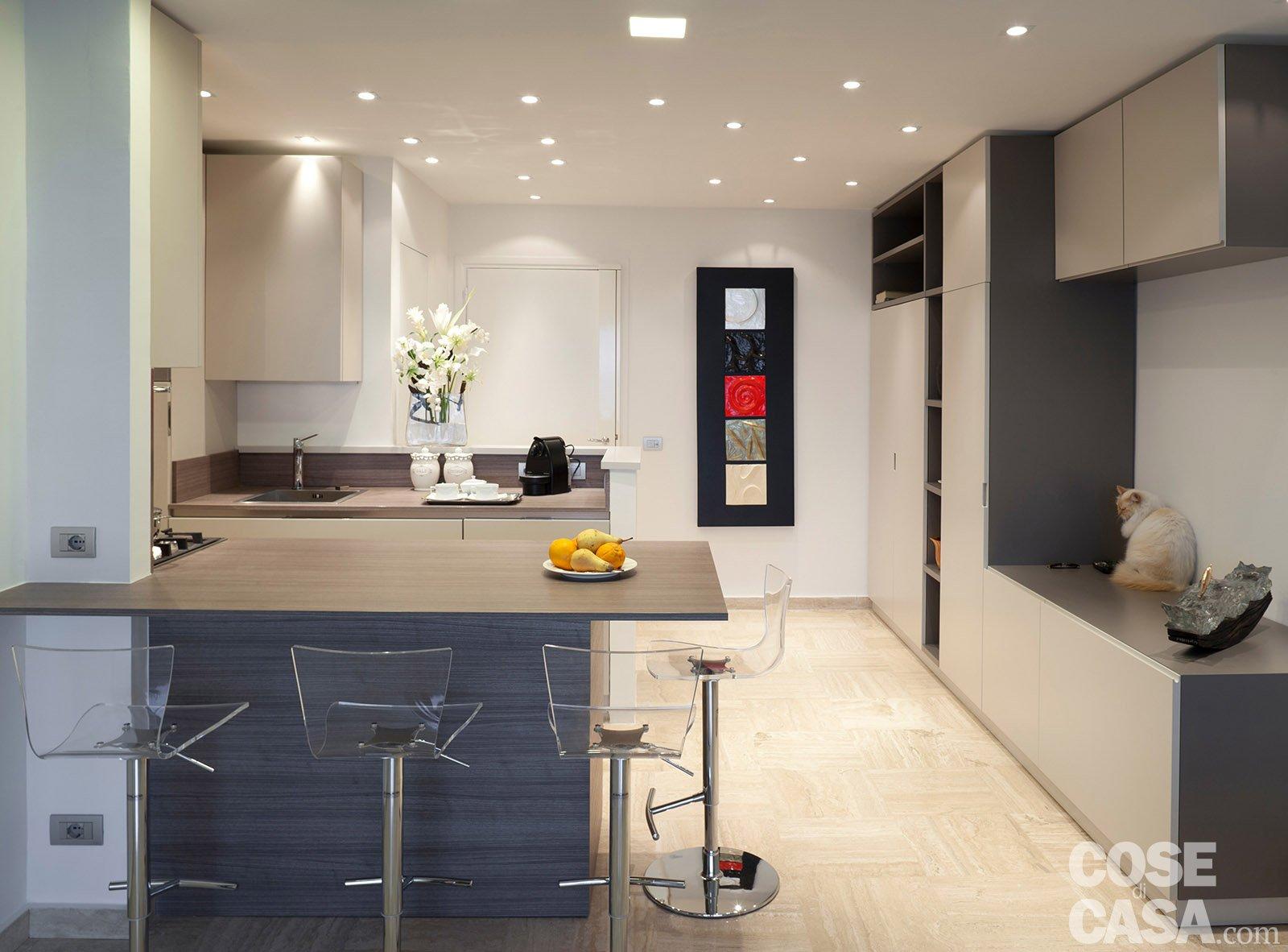 In 57 mq due bagni per la casa dagli incastri perfetti for Ingresso casa classica