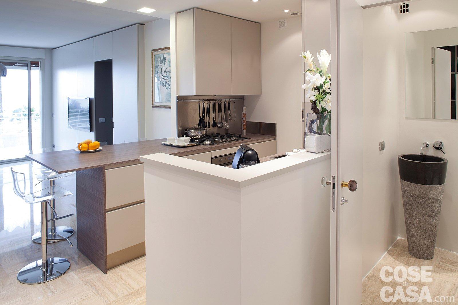 In 57 mq due bagni per la casa dagli incastri perfetti for Piani di coperta per la casa mobile