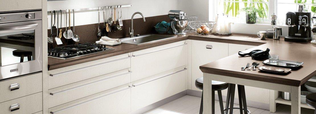 Nuove cucine con maniglia protagonista cose di casa for Cucina diesel scavolini