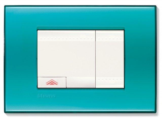 La placca quadra della linea Livinglight di BTicino è dotata di interruttori e di comando dimmer.