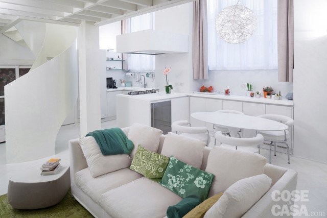 50 + 17 mq: un piccolo loft total white - Cose di Casa