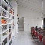 17-casa-pranzo-parete-libreria