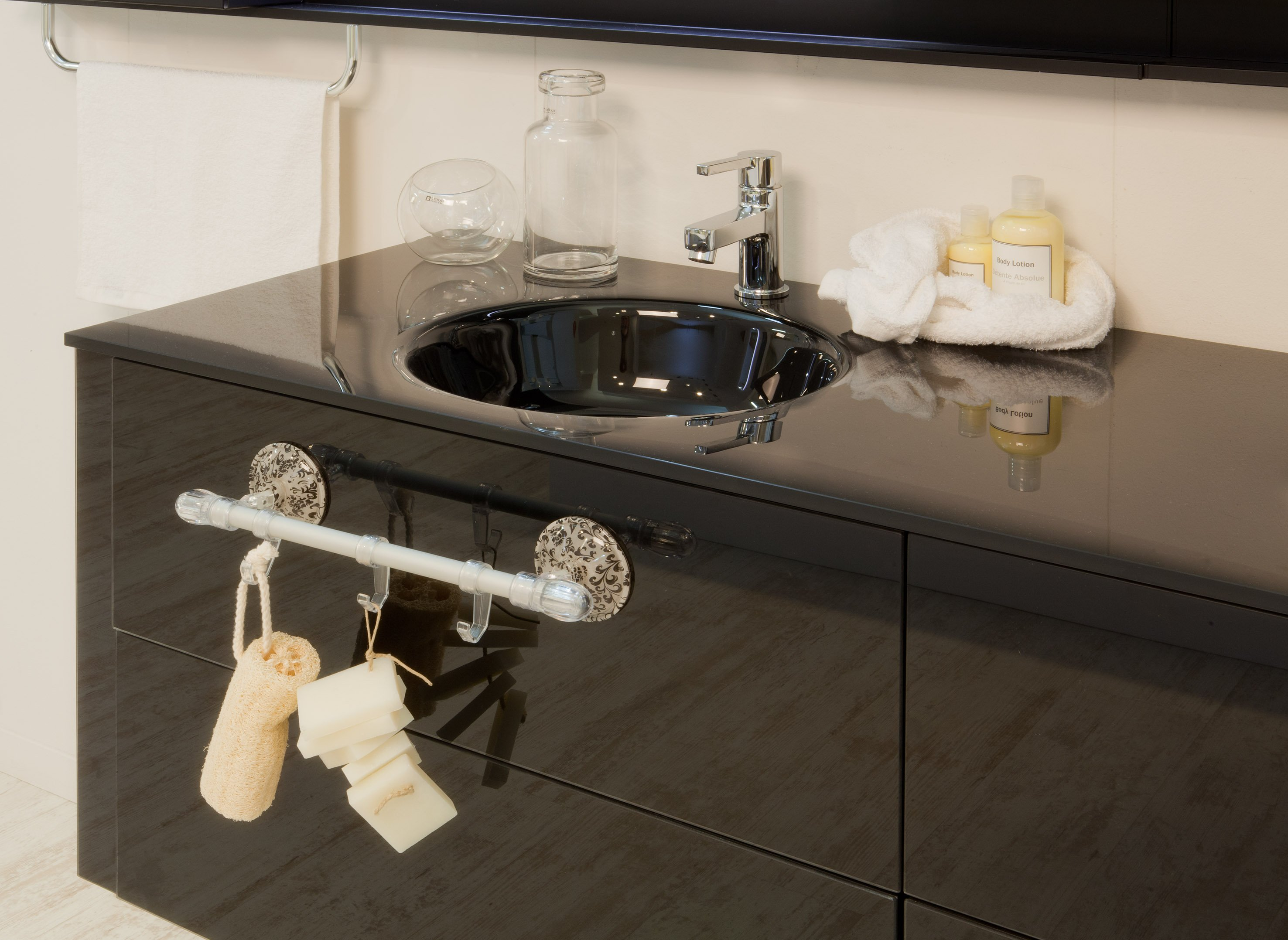 In bagno accessori senza viti e tasselli cose di casa - Accessori bagno a ventosa ...