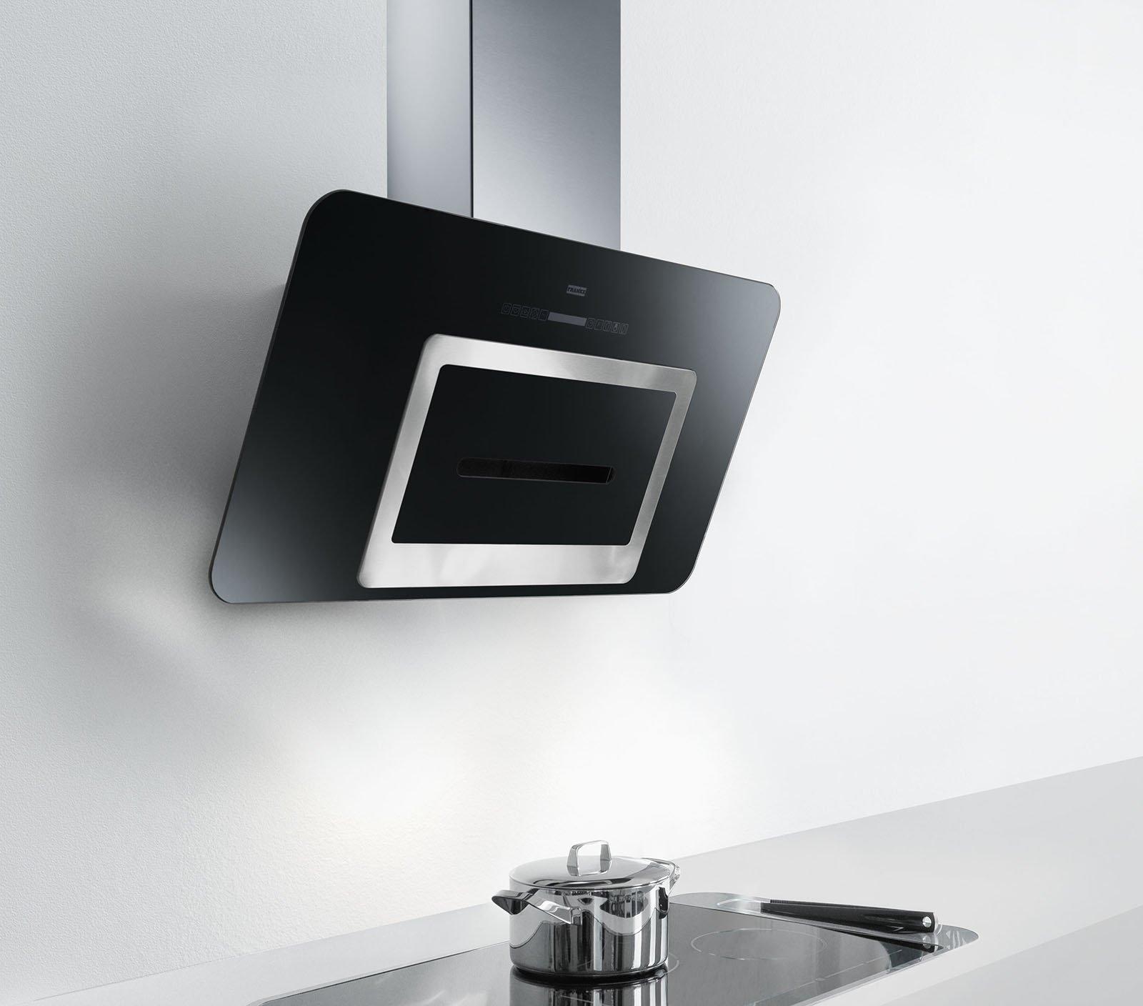 Le cappe che purificano l 39 aria in cucina e soggiorno - Cappa cucina nera ...