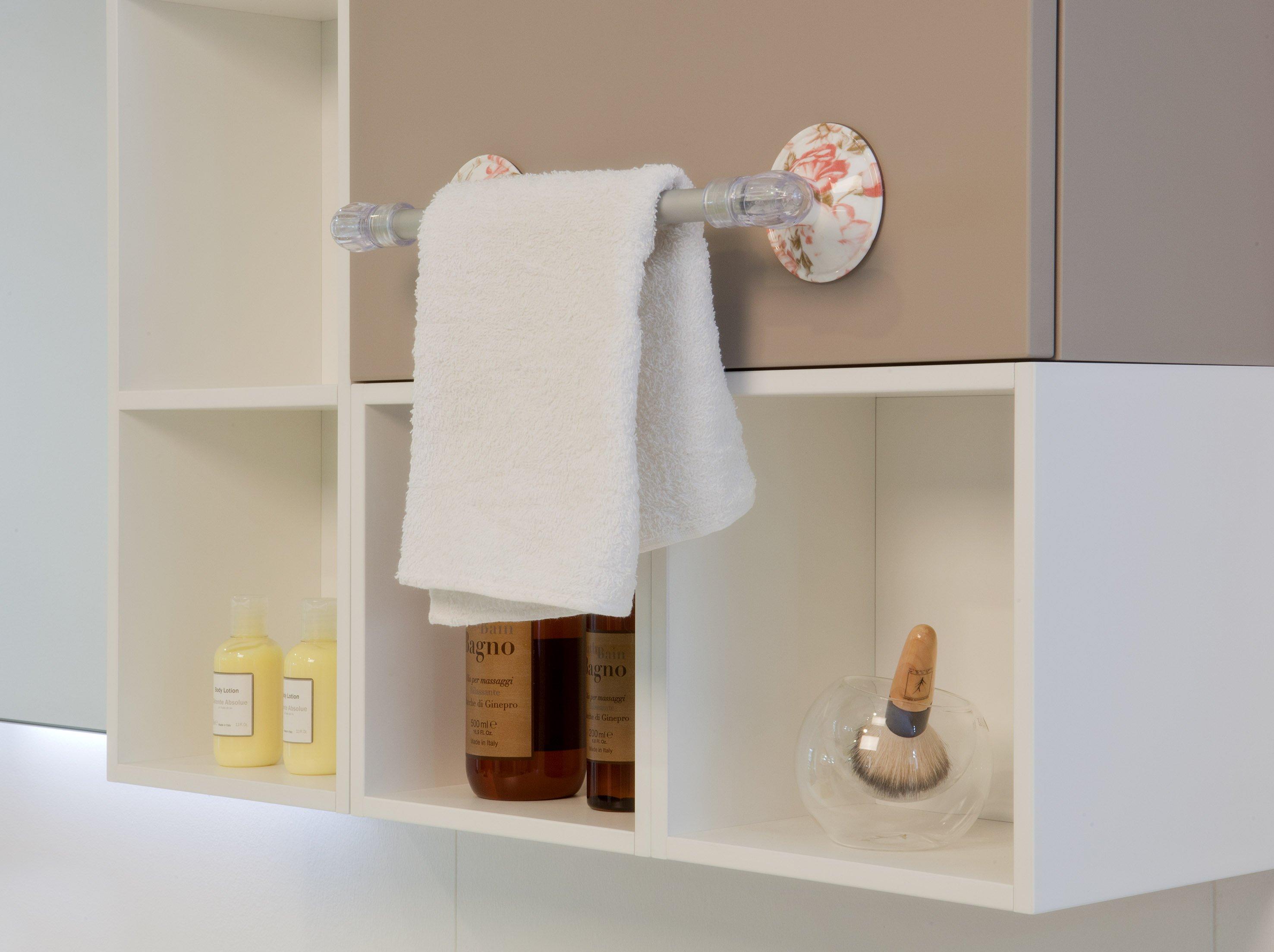 In bagno accessori senza viti e tasselli cose di casa - Mobiletti per bagno shabby ...
