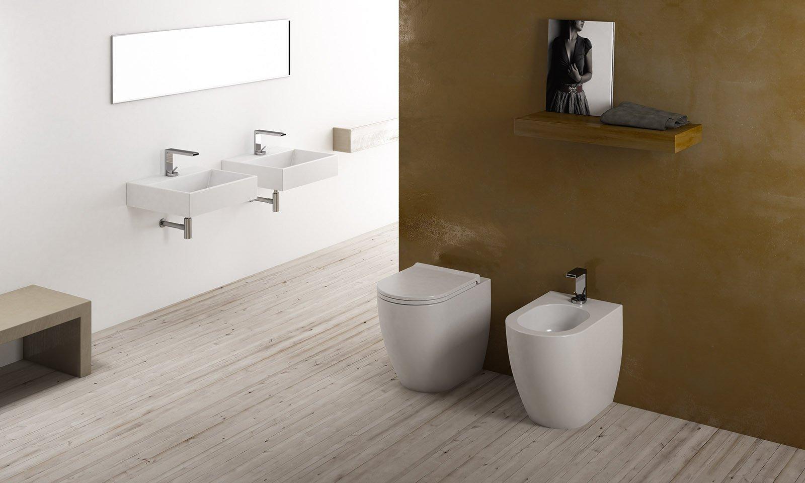 Sanitari salvaspazio poco profondi cose di casa - Montaggio piastrelle bagno ...