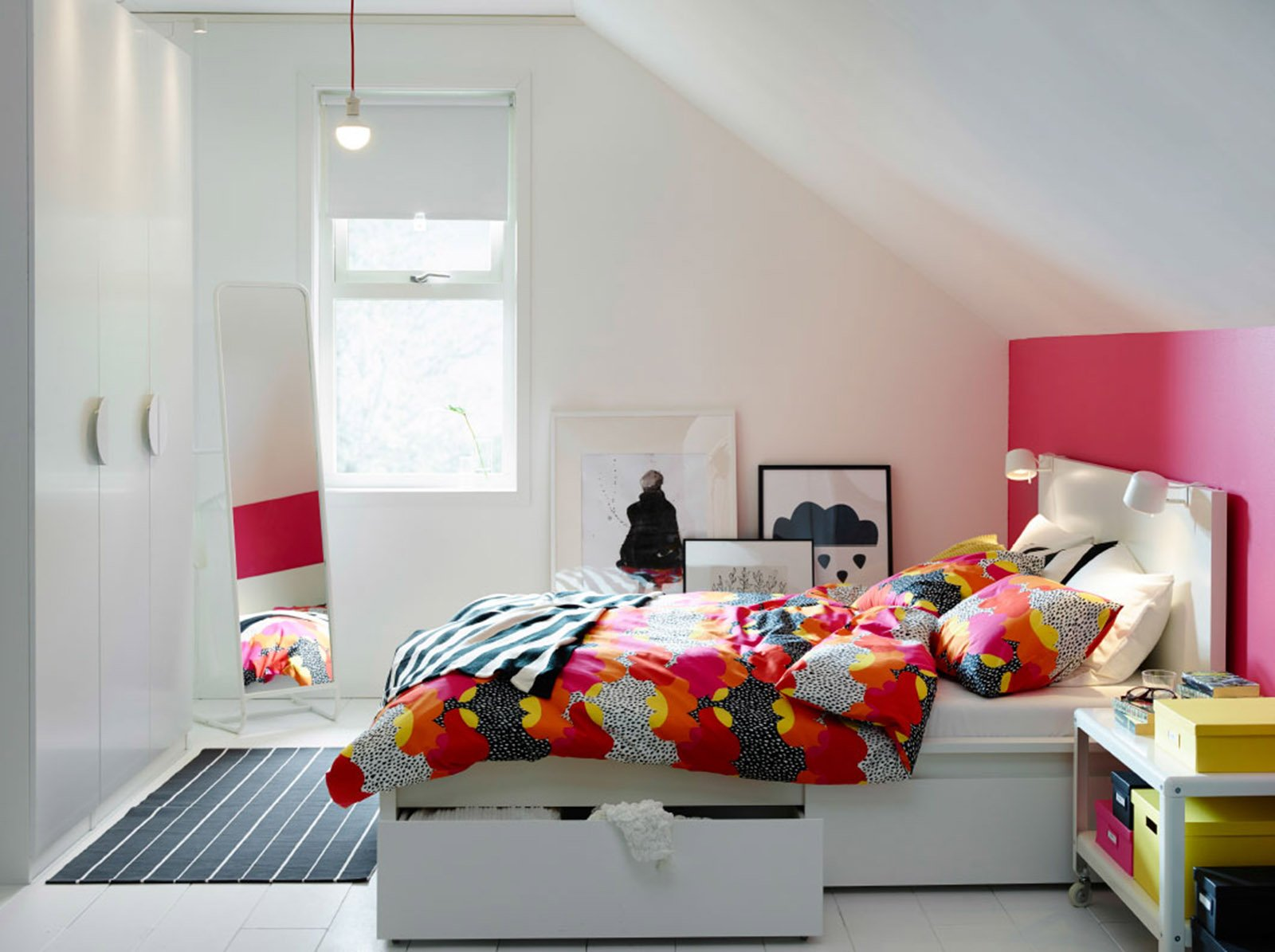Ambientazione Ikea Con Letto Malm A Cassetti Estraibili Su Rotelle. #83181B 1600 1195 Ikea Tavoli Con Gambe Pieghevoli